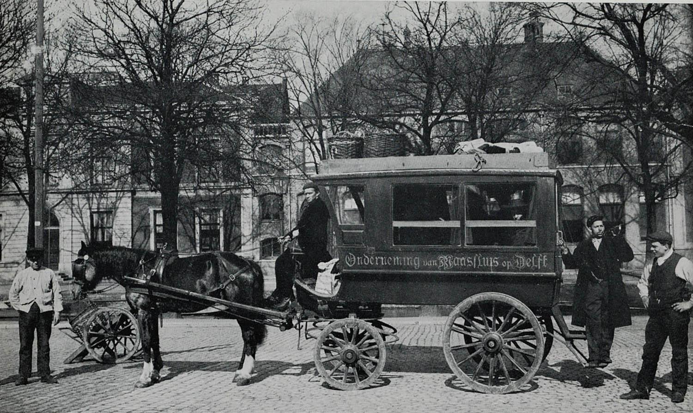 De omnibus van S. Zwaard tussen Del< en Maassluis, ca. 1900.