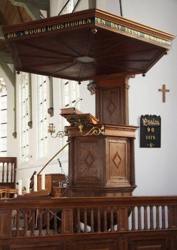 De preekstoel waarop Hambrouck in Schipluiden heeft gestaan. Foto auteur.